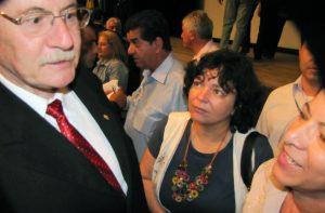 Governador Pessuti recebe carta de Sueli Coutinho e Elza Campos